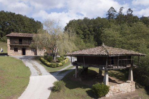 019 casa tradicional venta Villaverde house for sale mountain views near Villaviciosa asturias northern spain