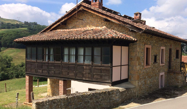 3254 El Mortorio Asturias pueblo entero vistas montanas whole village mountain view casa rosa