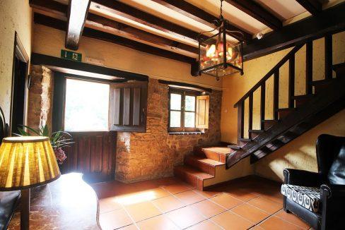 4965 casa tradicional venta Villaverde house for sale mountain views near Villaviciosa asturias northern spain entrada (1280x768)