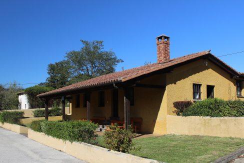 7488 El Mortorio Asturias pueblo entero vistas montanas whole village mountain view casa amarilla
