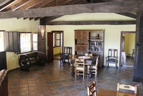 7492 El Mortorio Asturias pueblo entero vistas montanas whole village mountain view salon