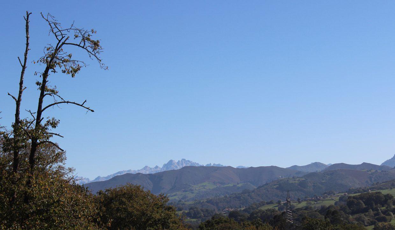7525 El Mortorio Asturias pueblo entero vistas montanas whole village mountain view Picos de Europa
