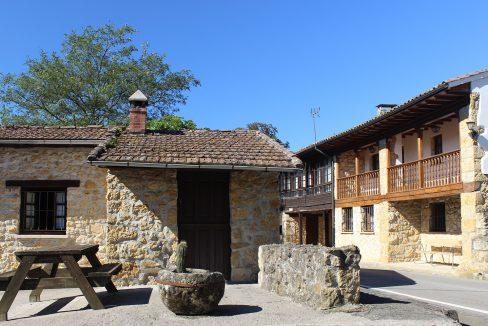 7537 El Mortorio Asturias pueblo entero vistas montanas whole village mountain view plaza