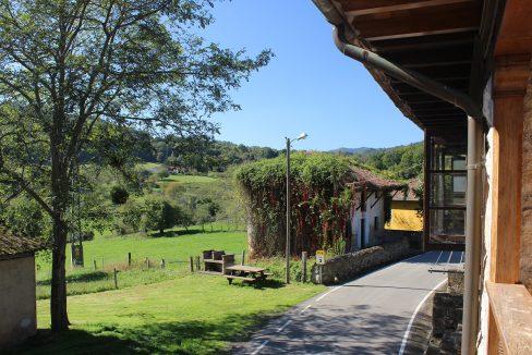 7605 El Mortorio Asturias pueblo entero vistas montanas whole village mountain view balcon calle