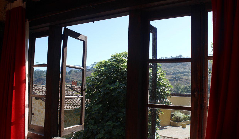7634 El Mortorio Asturias pueblo entero vistas montanas whole village mountain view ventana