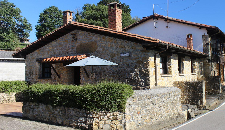 7664 El Mortorio Asturias pueblo entero vistas montanas whole village mountain view piedra