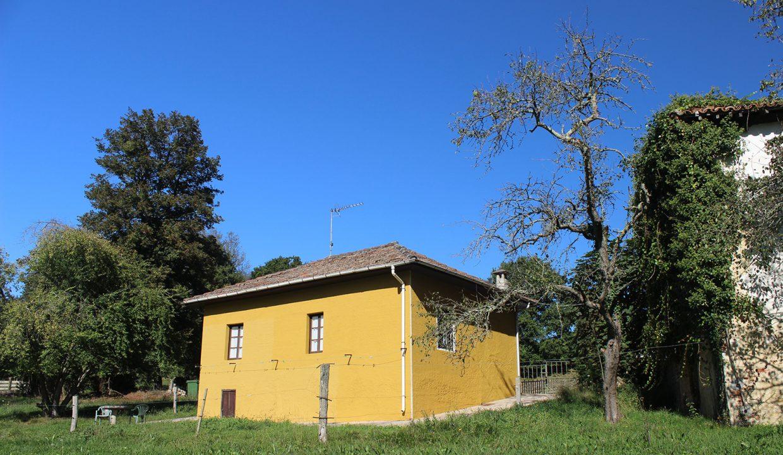 7680 El Mortorio Asturias pueblo entero vistas montanas whole village mountain view casa amarilla