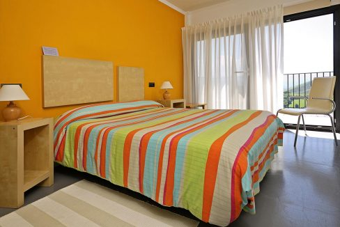 14_Hotel Amada Carlota venta vistas montana holiday hotel for sale asturias northern spain_dormitorio (1280x768)