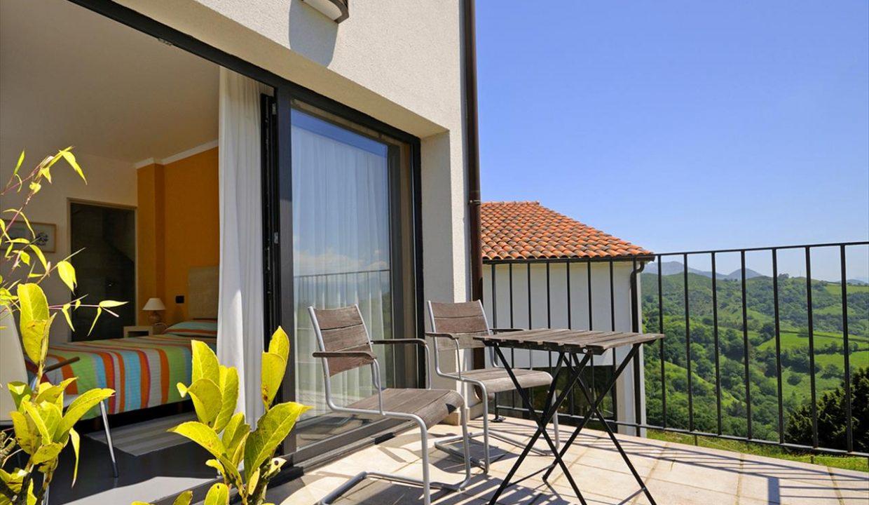 5_Hotel Amada Carlota venta vistas montana holiday hotel for sale asturias northern spain_terraza (1280x768)