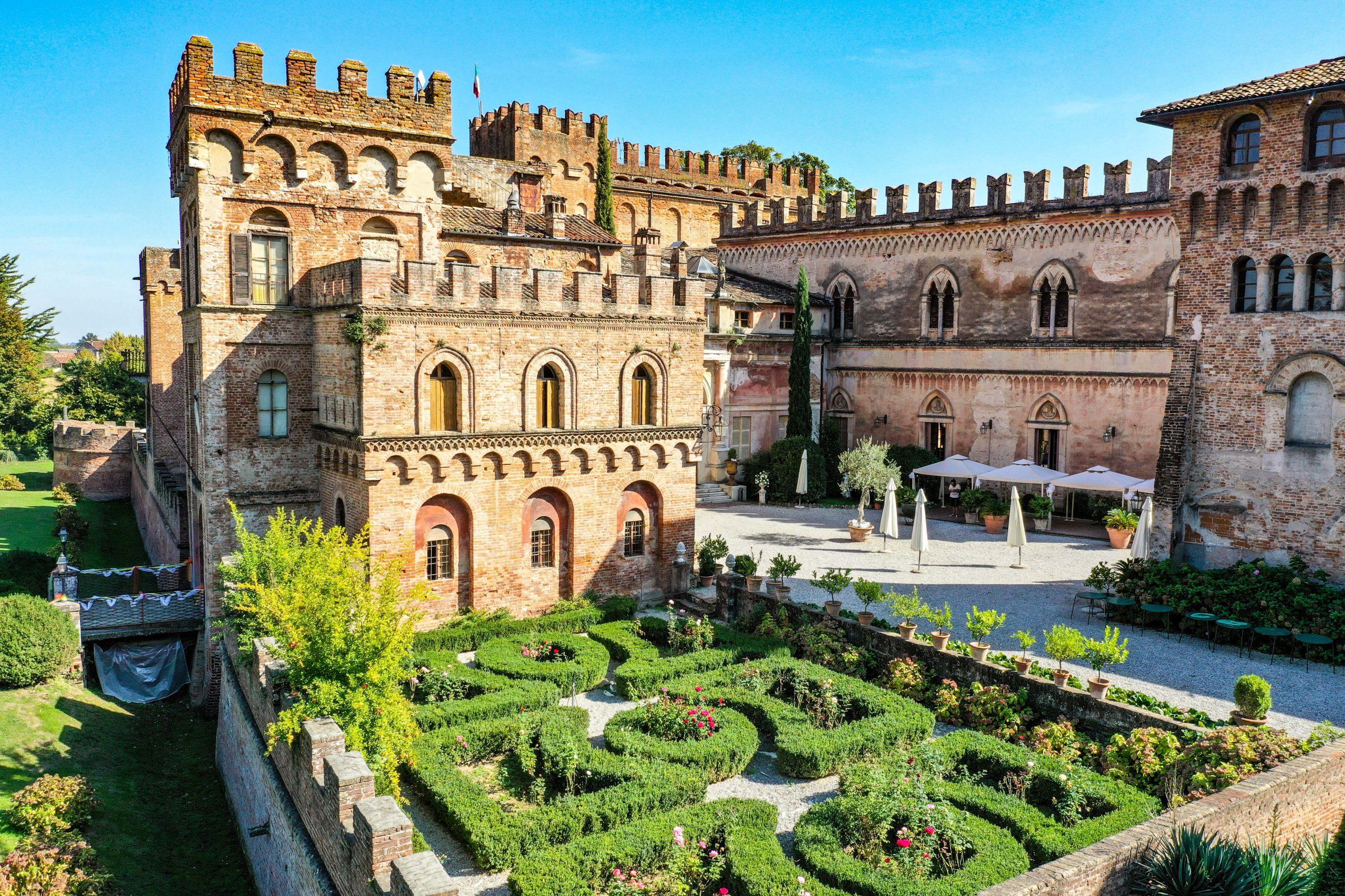 Schloss aus dem 15. Jahrhundert südlich des Gardasee