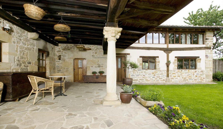 Porche 1 casa hotel posada real prado mayor piedra stone hotel business negocio Burgos Santander (1280x768)